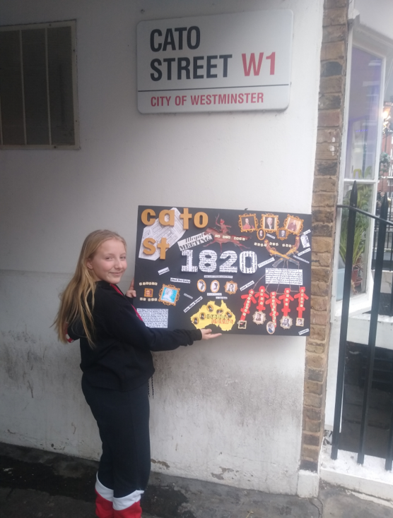 Winner Lotte with her collage before her presentation at Cato Street | peter Daniel